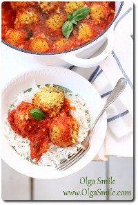 Pulpety z kaszy jaglanej w sosie pomidorowym