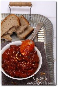 Fasola w sosie pomidorowym z cayenne