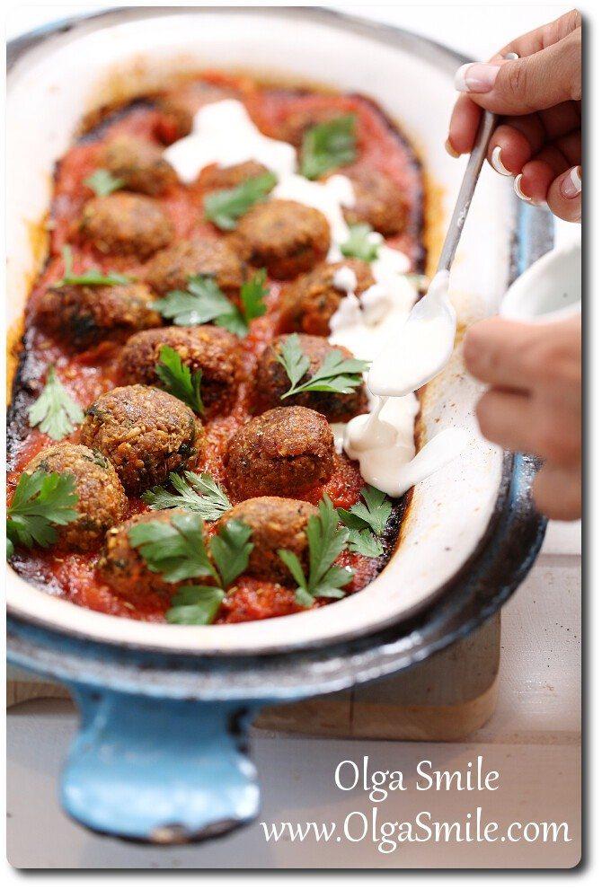 Pulpeciki z ciecierzycy z sosem pomidorowym