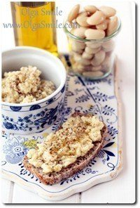 Pasta do chleba z białej fasoli i kolorowym pieprzem