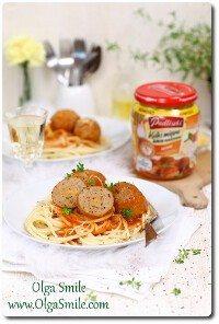 Kulki mięsne dobrze nadziane serem w sosie pomidorowo-śmietanowym Pudliszki z makaronem