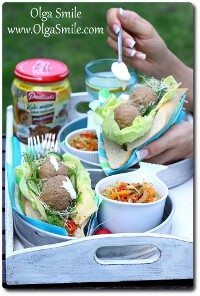 Piknikowe kanapki z kulkami mięsnymi dobrze nadzianymi pieczarkami Pudliszki