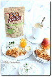 Smaczne śniadanie z kawą Anatol