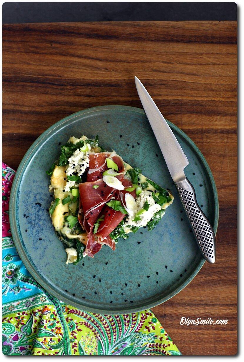 Frittata z serkiem Almette ze szpinakiem i czosnkiem oraz szynką długo dojrzewającą