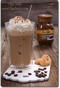Kawa mrożona Jacobs z bitą śmietaną i skórką pomarańczową