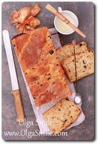 Chleb z cebulą i oliwkami
