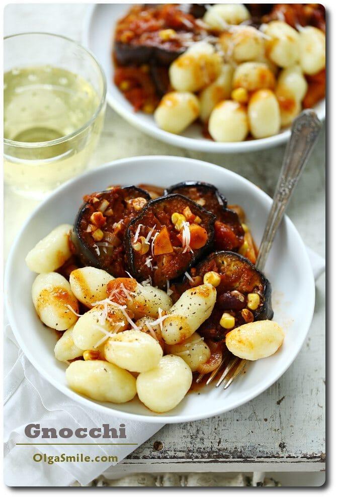Gnocchi i gulasz z bakłażana