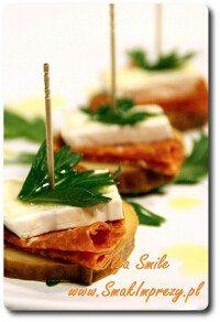 Koreczki z sera wędzonego