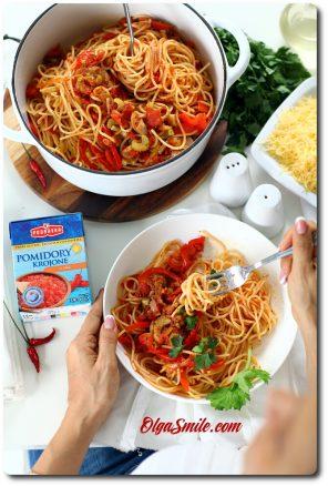 Makaron z papryką i pomidorami krojonymi Podravka