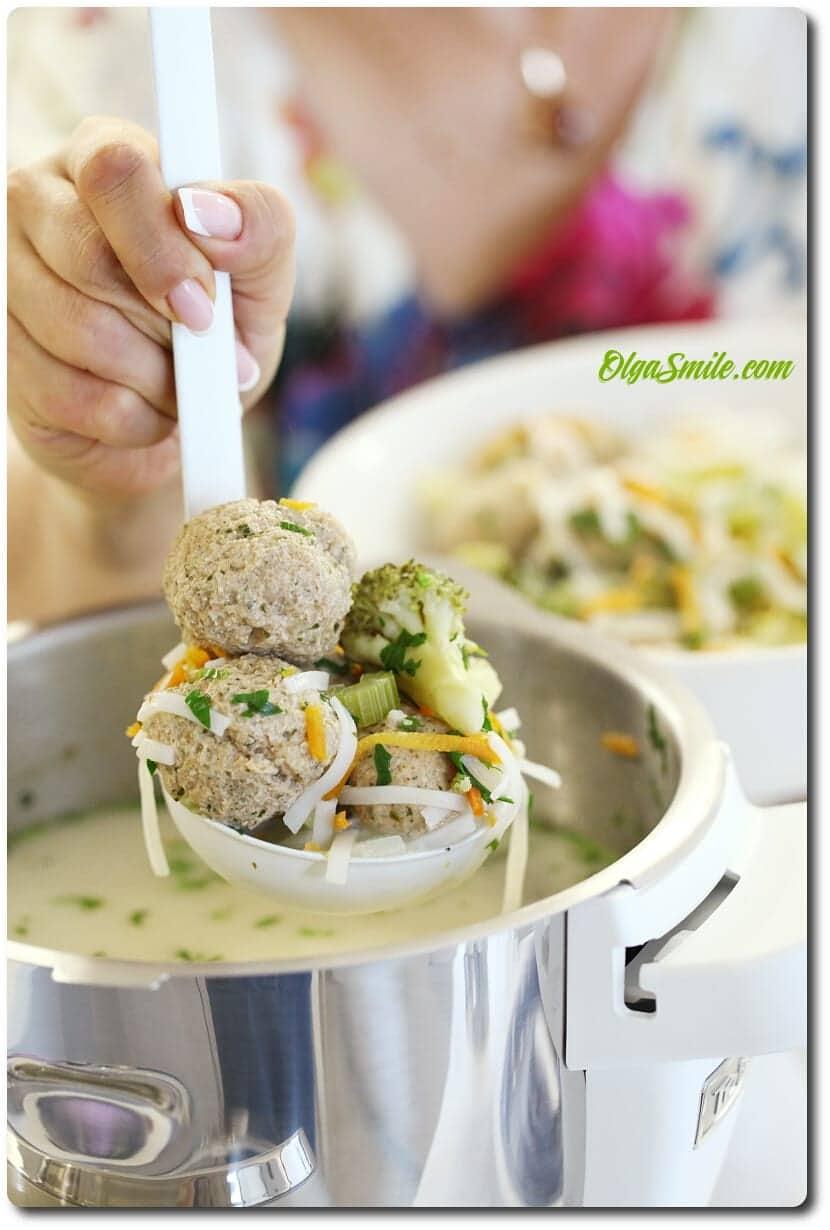 Pikantne pulpeciki wieprzowe z aksamitnej zupie z makaronem